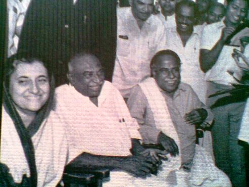 http://vimarisanam.files.wordpress.com/2010/09/indira-kamaraj-anna-together.jpg?w=640