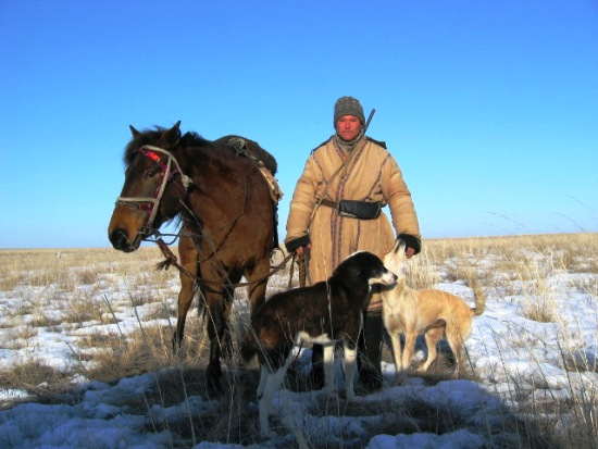 Kazakh_shepard_with_dogs_and_horse