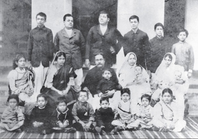 Subhas_Bose_standing_extreme_right__1905