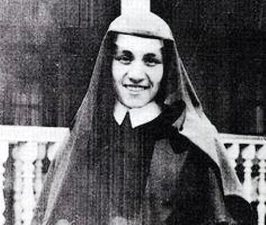 mother theresa in calcutta -1929- 19 yrs.
