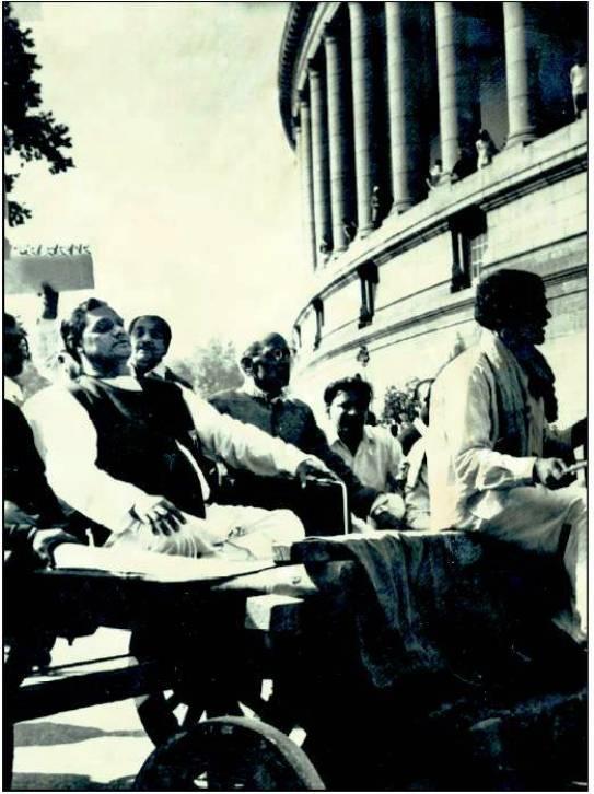 vajpai in bullock cart against petrol price raise 1973