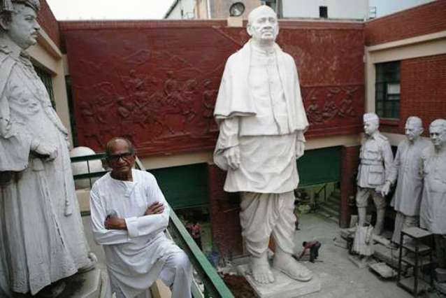Maker's hand Ram V. Sutar, with his prototype of the Sardar Patel statue