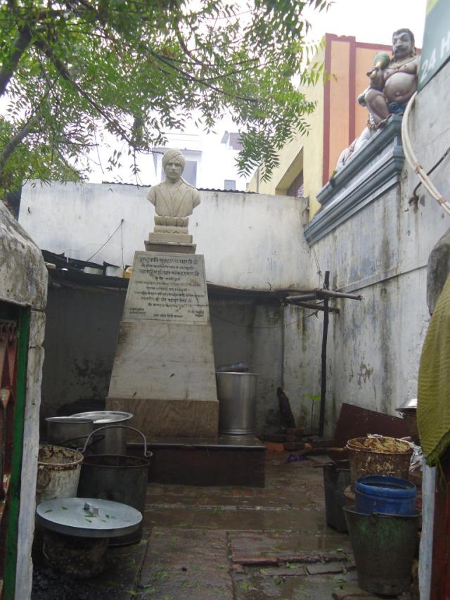 kasi-bharathi silaiyin nilai-3