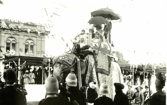 Delhi durbar of 1903 - 8 -lord curzon and lady curzon arriving