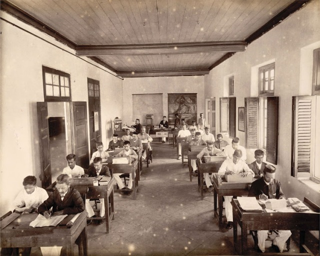 02-Reading-room-in-Times-of-India-Office-in-Bombay-(Mumbai)--November-1898