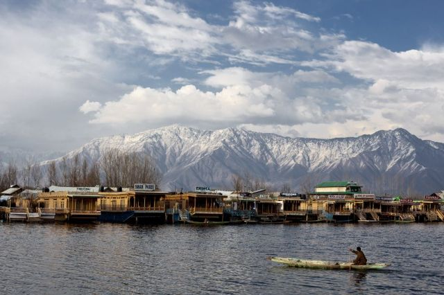 dal-lake-srinagar-winters
