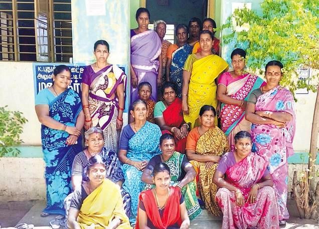 கே.புதுக்கோட்டை  பெண்கள் குழுவினர்