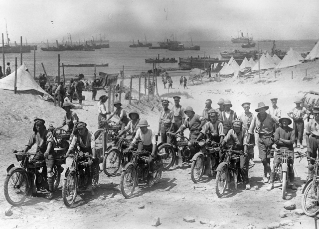 1915-british-soldiers-on-motorcycles