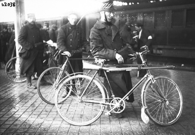 belgium-soldiers-in-cycle