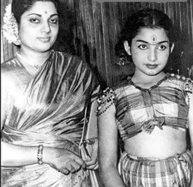 jayalalitha-with-mother-2