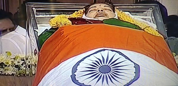 jayalalitha-amma-mortal-remains-pic-at-rajaji-hall