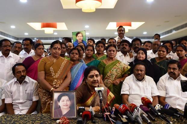 sasikala-and-mlas-meeting